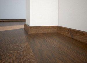 Floor plinth P20 oak Honey
